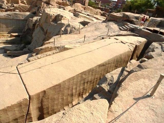 المسلة الناقصة Unfinished obelisk