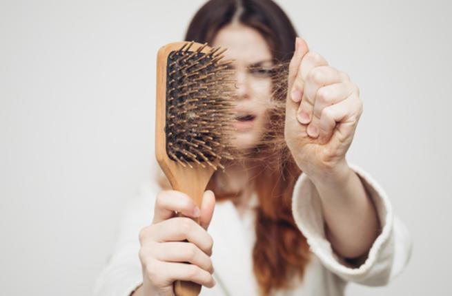 وصفة زيت زهرة الربيع المسائية لعلاج تساقط الشعر